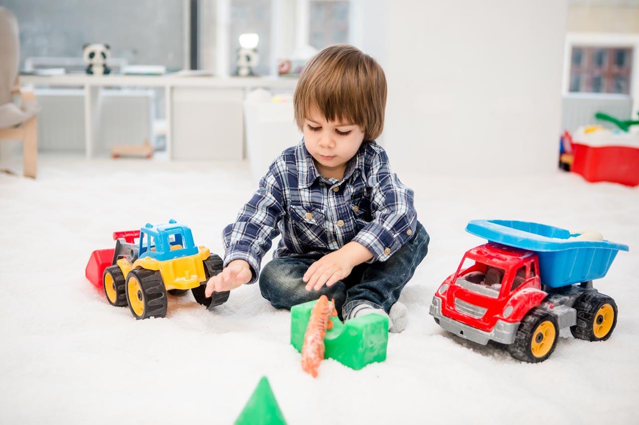 baiat-in-camera-pentru-copii-salina-artificiala
