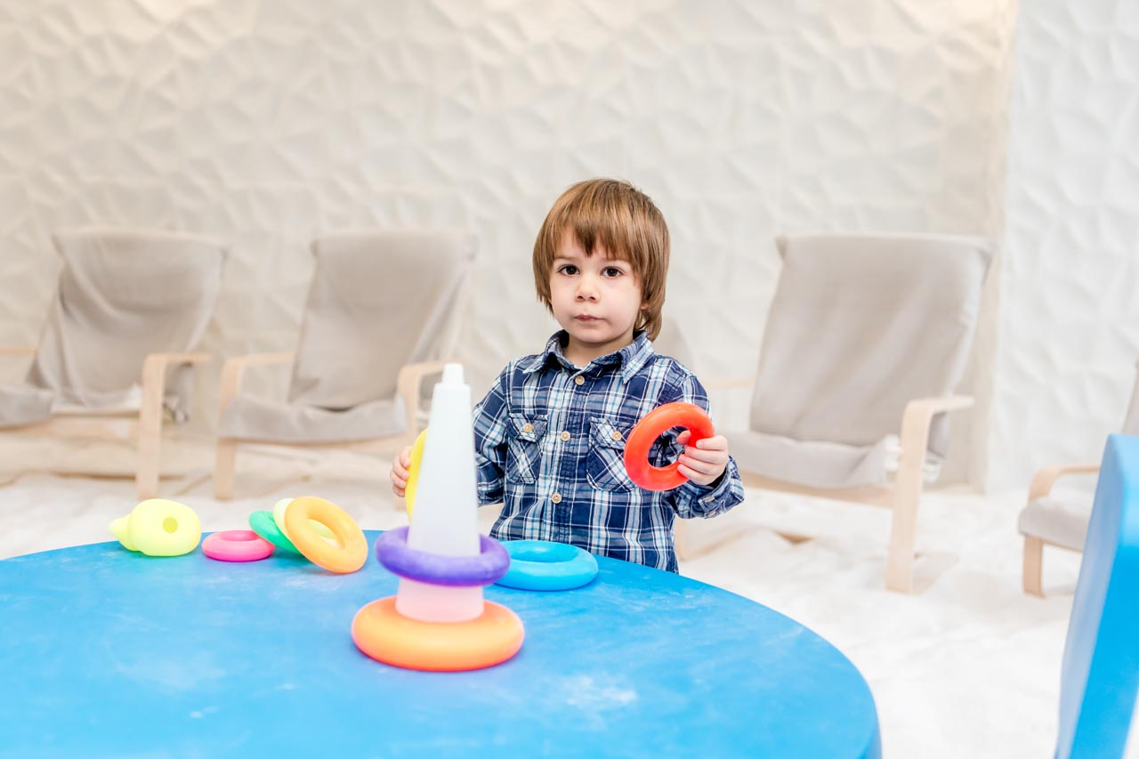 copil-in-salina-artificiala